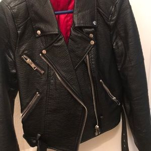 Leather moto jacket with silver zippers ⚫️